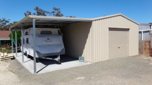 Garage with Leanto